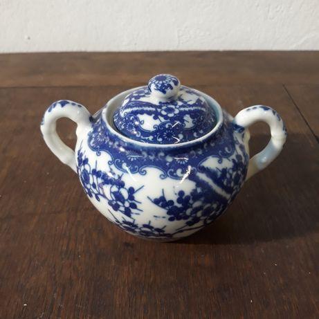 Cukiernica porcelanowa japońska, kobaltowa, kwitnąca wiśnia