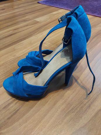 Niebieskie sandały na obcasie rozmiar 37