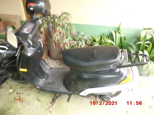 vendo scooters Yamaha em bom estado pronta a circular já com documento