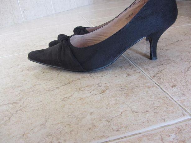 Sapato preto de salto - BAIXA DE PREÇO