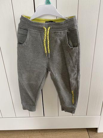 Spodnie dresowe reserved next