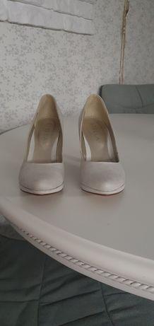 Nowe  buty na obcasie 38 roz.