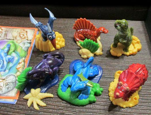 Киндер. Маленькие гиганты. Динозавры 2002 серия