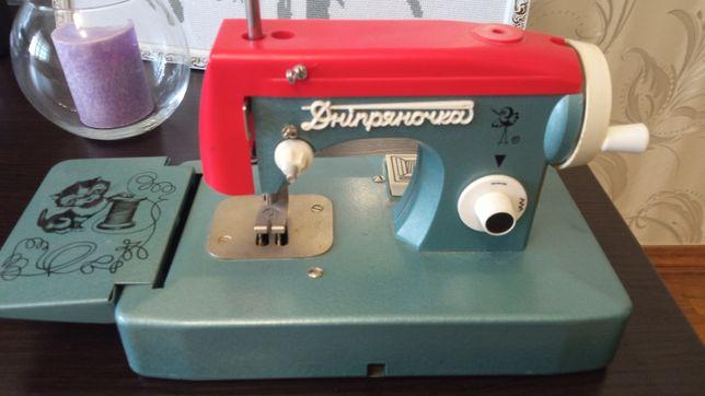 Детская швейная машинка Днипряночка