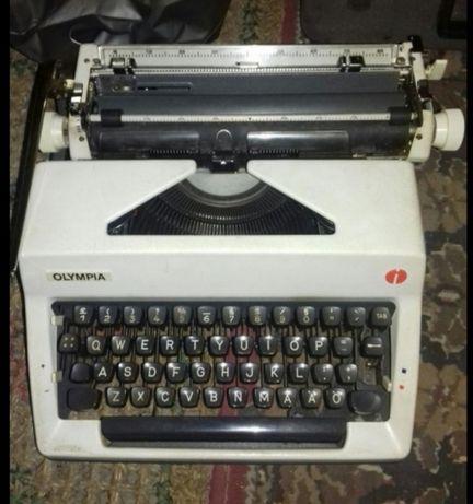 Maszyna do pisania OLYMPIA International