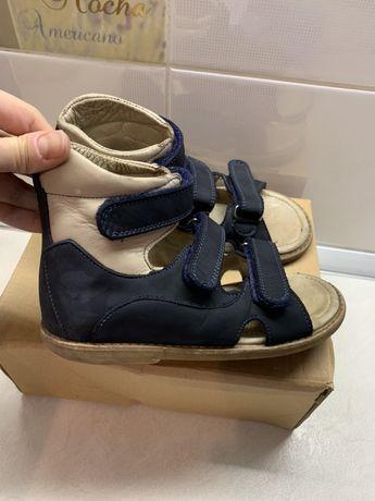 Детская ортопедическая обувь в прекрасном состоянии