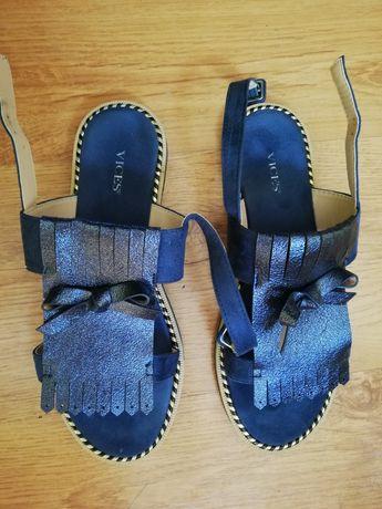 Sandały błyszczące