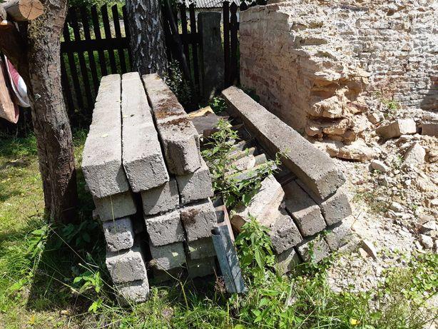 Słupy betonowe do ogrodzenia