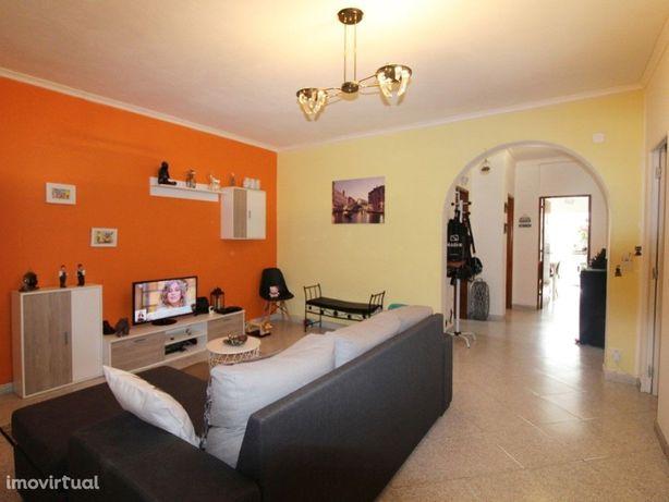 Apartamento T0 transformado em T3 102 m2 em 2 Sub/Cave, C...