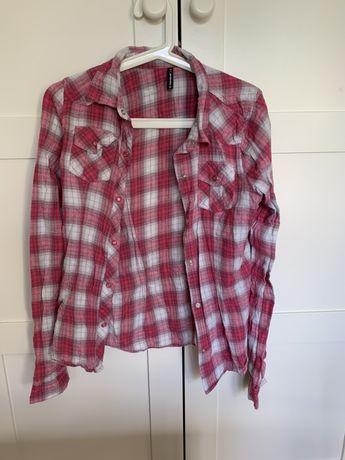 Rożowa koszula w krate