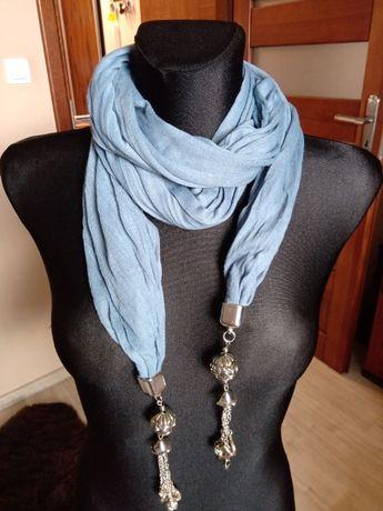 Niebieski szal chusta