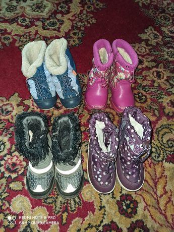 Зимняя обувь много разной.