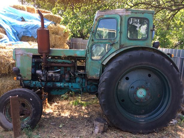 Трактор Т-40 на ходу