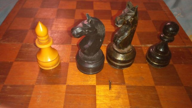 Продам шахматные фигуры.