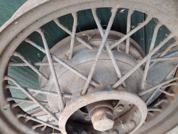 Stare koło samochodowe