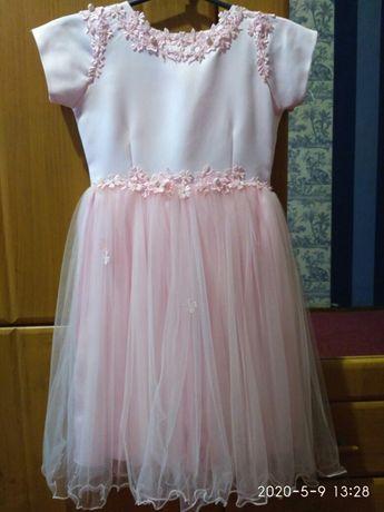 Платье на девочку примерно 4-5 лет.