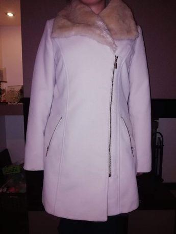 Płaszcz z futerkiem MOHITO