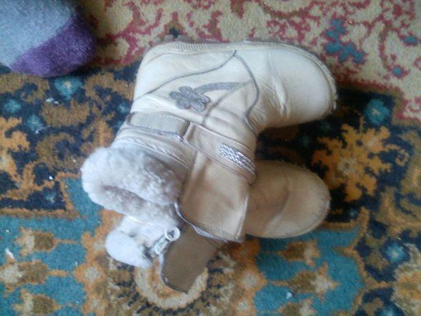 Продам детские бежевые сапожки на девочку зимние сост выше среднего