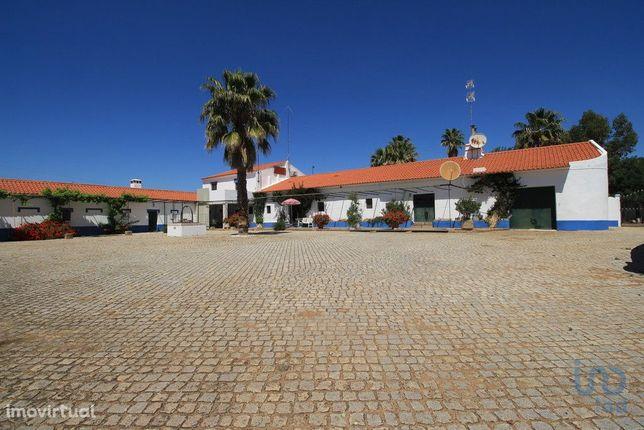 Moradia - 1250000 m² - T0