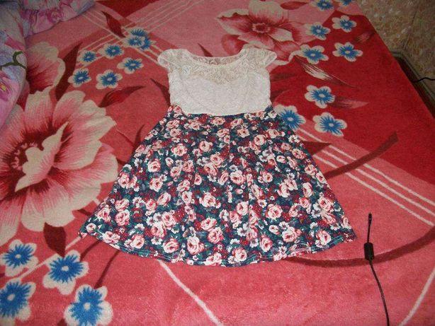 Продам плаття для дівчинки 42 -44 розмір
