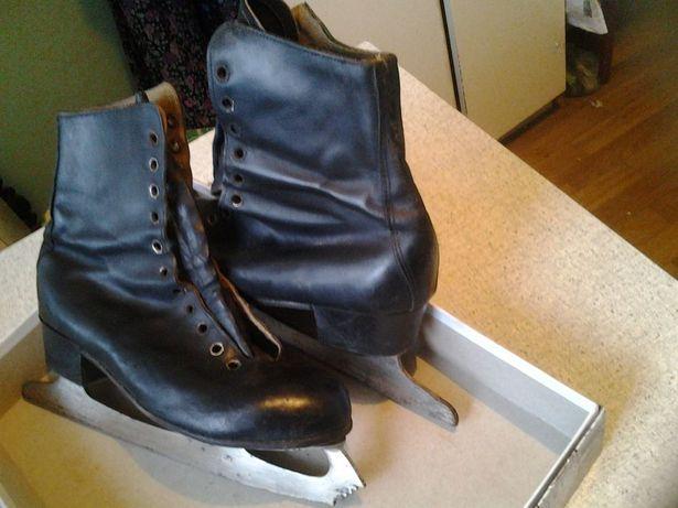 женские черные коньки