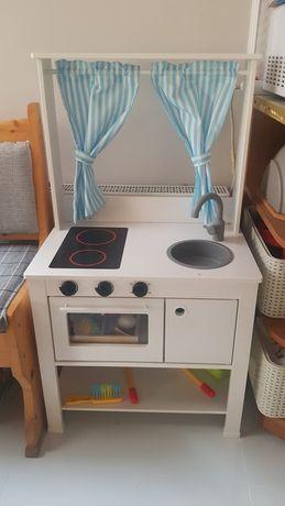 Kuchnia drewniana wraz z akcesoriami