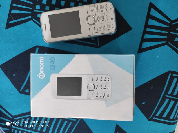 Телефон кнопочный Nomi