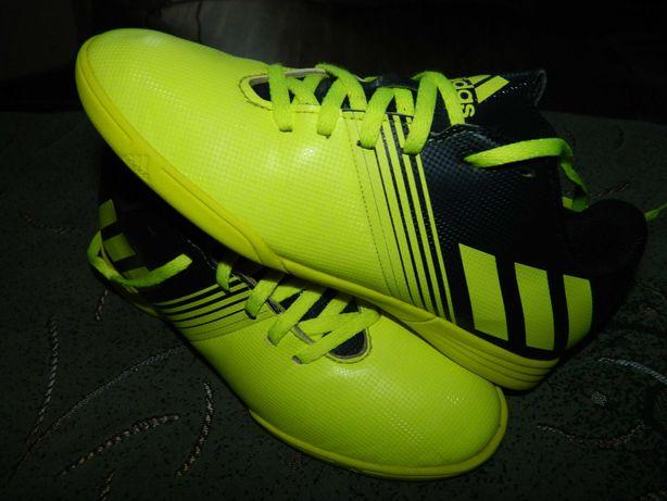 Футзалки Adidas (оригинал) фирменные размер- 36 стелька-22,5см