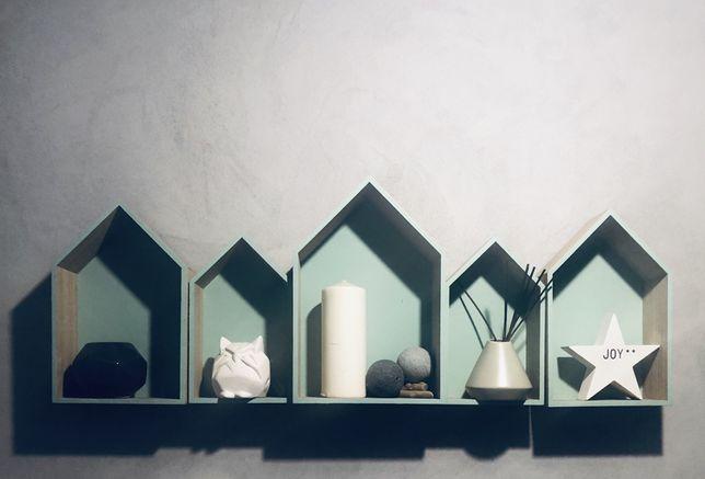 Miętowe dodatki do mieszkania Scandi zestaw domki, lustro , pojemnik
