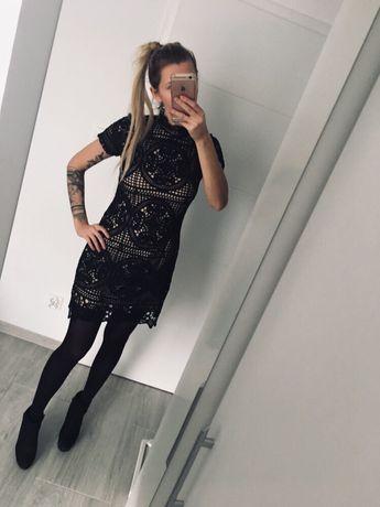 Czarna klasyczna sukienka elegancka jakby koronkowa s