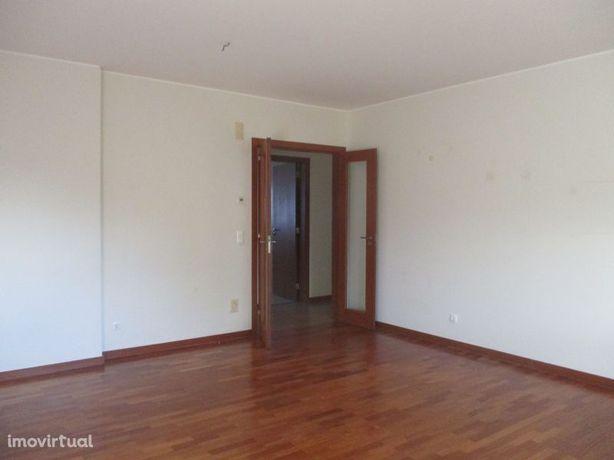Apartamento T3 no centro de Campelos