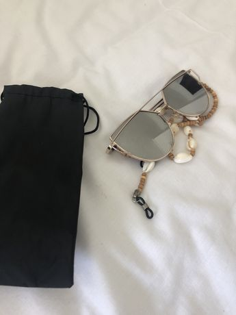 Oculos de sol com fio e bolsa incluidos