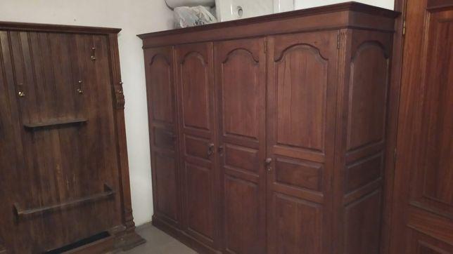 Roupeiro antigo de 4 portas
