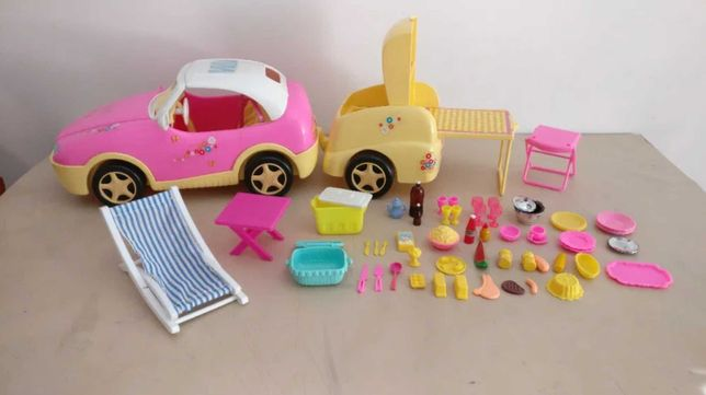 Carro Descapotável da Barbie, atrelado e 54 peças de piquenique