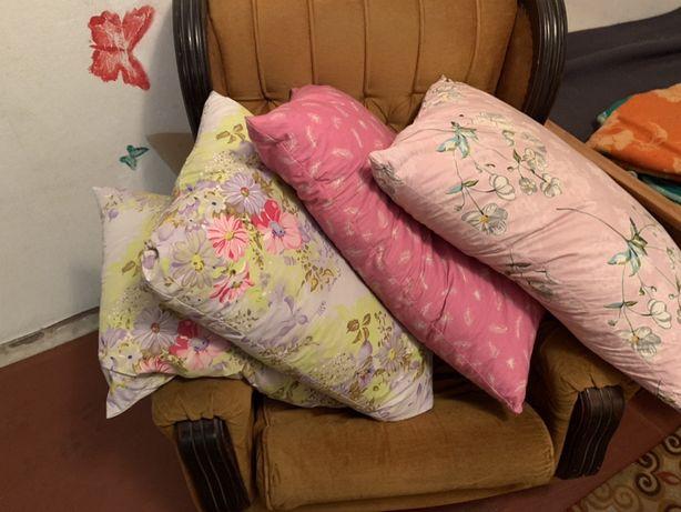 Продам подушки,плед,одеяла бу