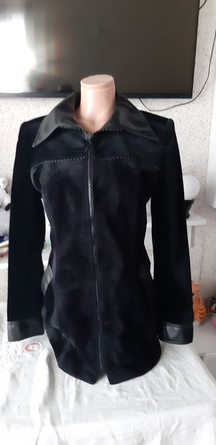 Продам велюровую куртку
