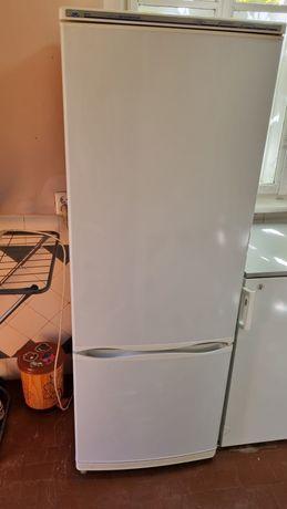 Продам Холодильник Минск Атлант двухкамерный.