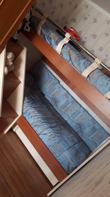Продам якісне двоярусне ліжко