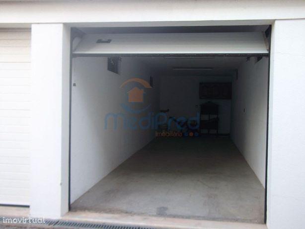 MLXG2004 - Garagem com 30m2 em Vialonga.