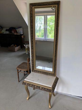 Zabytkowe lustro i konsola