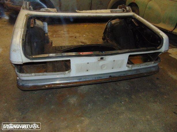Mercedes W123 traseira até à porta
