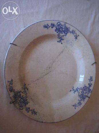 prato antigo com flores azuis
