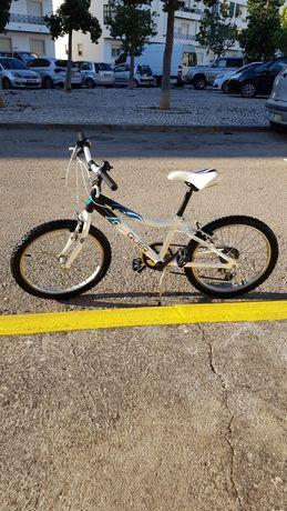 Bicicleta de criança Quer com quadro em alumínio em excelente estado