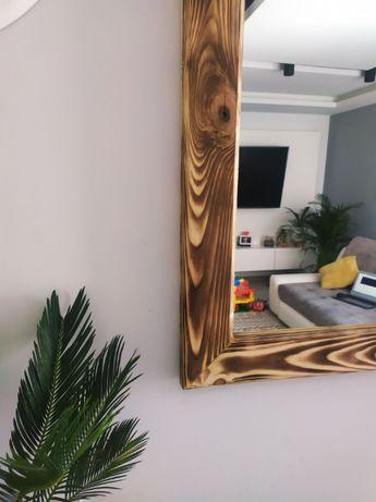 Lustro w pięknej drewnianej rustykalnej ramie
