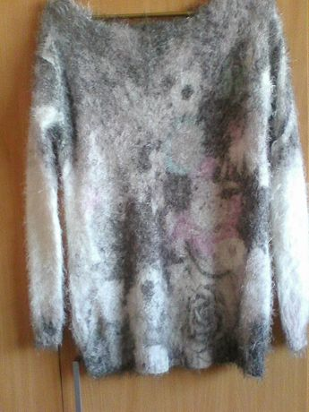 sweter włochaty kwiaty