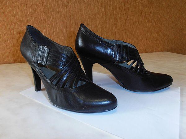 Женские кожаные туфли (чёрные).