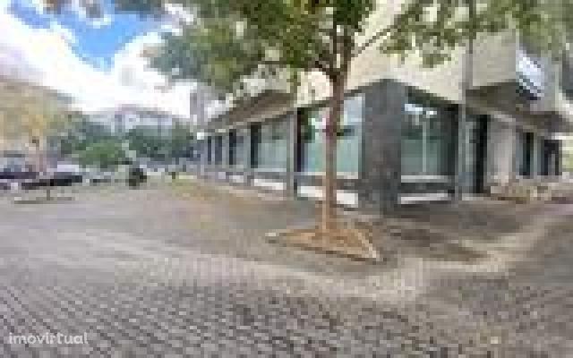 Loja, 110 m², Parceiros e Azoia