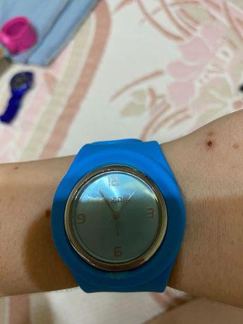 Relógio azul e relógio rosa