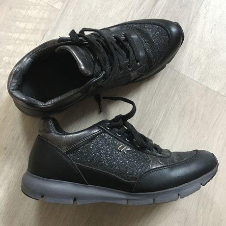 Кроссовки черные, размер 37