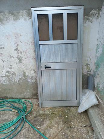 Porta usada em aluminio